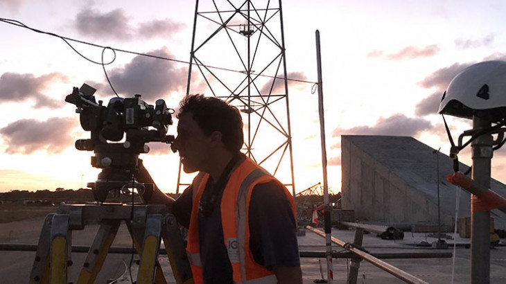 Expert en surveillance des stations de réception satellitaire